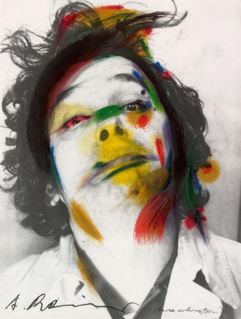 Arnulf Rainer, Face Farces (Face Coloration), 1969, Farbstift, Ölkreide über Fotografie, 57 x 43 cm (Foto: Stefan Fiedler – Salon Iris, Wien © Arnulf Rainer courtesy Sammlung Essl, Albertina, Wien: Sammlung Essl)