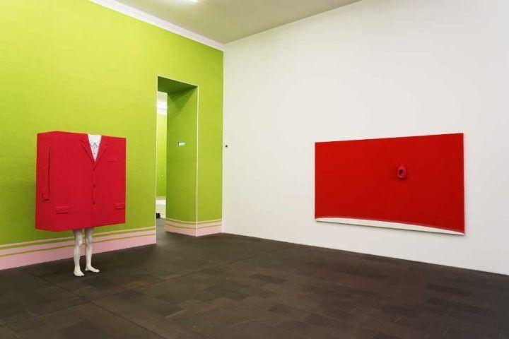 Erwin Wurm, Installationsansicht MKM, Museum Küppersmühle für Moderne Kunst, Duisburg 2017 © VG Bild-Kunst, Bonn 2017, Foto: MKM / J. Steinicke