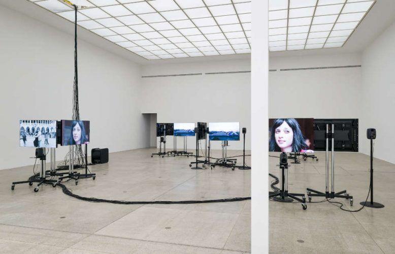 Gerard Byrne und Sven Anderson, A Visibility Matrix, 2018, Ausstellungsansicht Secession 2019, Foto: Iris Ranzinger