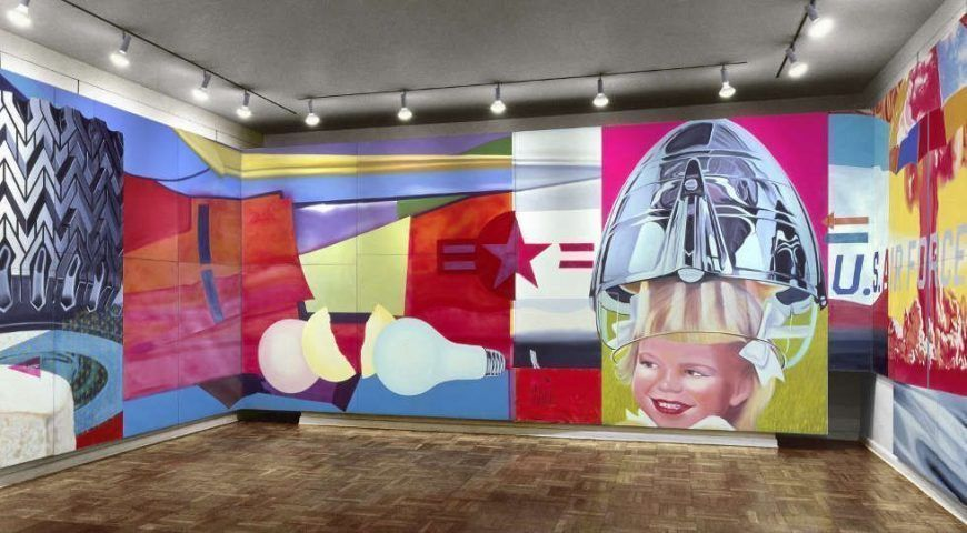 James Rosenquist, F-111, 1964/65 Öl/Lw und Aluminium (mehrbahnige Rauminstallation) 304,8 × 2621,3 cm (The Museum of Modern Art, New York Purchase Gift of Mr. And Mrs. Alex L. Hillman and Lillie P. Bliss Bequest (both by exchange), 1996) © Estate of James Rosenquist/VG Bild-Kunst, Bonn 2017 Foto: Courtesy of the Estate of James Rosenquist, Installationsansicht in der Leo Castelli Gallery, 1965 (kolorierte Fassung nach dem Originalfoto)