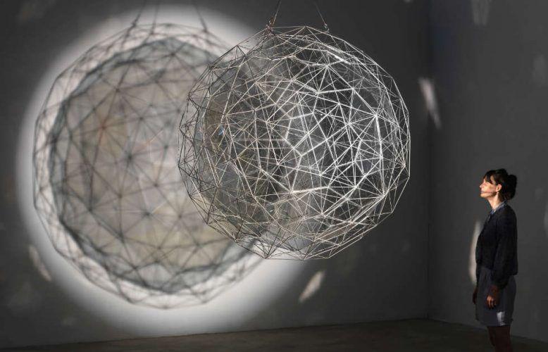 Olafur Eliasson, Stardust particle, 2014, Ø 1760 mm (Tate, Foto: Jens Ziehe, 2017)