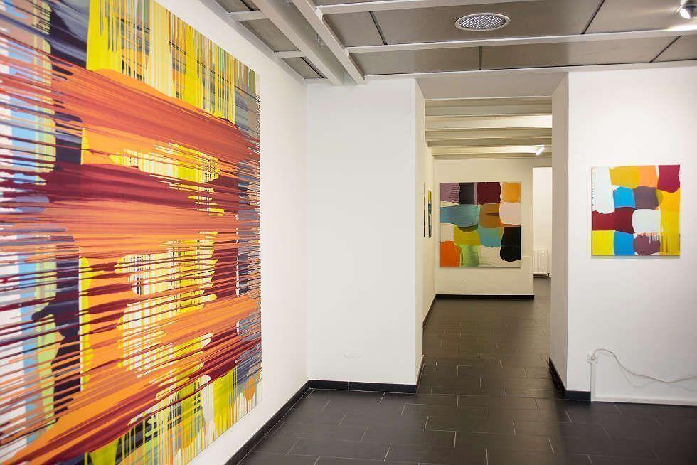 """Thomas Reinhold, Bild, 2018; zwei Gemälde aus der Serie Matrix 2017/18, Ausstellungsansicht Galerie Artemons Contemporary Wien, """"Thomas Reinhold. Zur Geometrie des Amorphen"""", Foto: Artemons Contemporary Wien"""