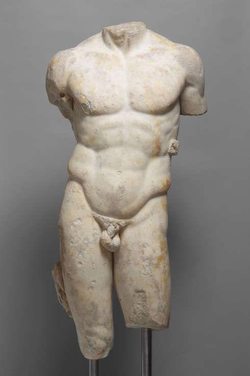 Torso des Speerträgers (Doryphoros), römisch, 2. Jh. n. Chr., nach griechischem Original des Polyklet um 440 v. Chr., Kalzit-Marmor, H. 126 cm (Kunsthistorisches Museum Wien, Antikensammlung, I 166)