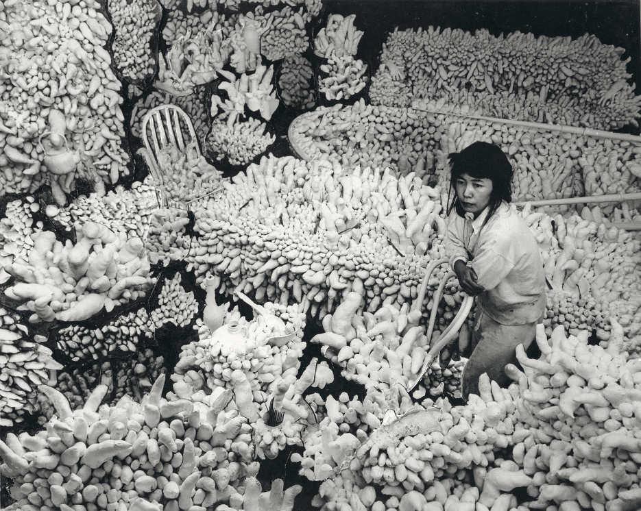 Yayoi Kusama, Compulsion Furniture (Accumulation), um 1964 © Yayoi Kusama, courtesy Ota Fine Arts, Tokyo/Singapore, Victoria Miro Gallery, London, David Zwirner, New York