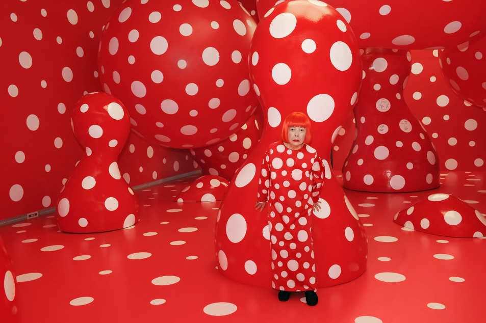 """Yayoi Kusama mit """"Dots Obsession"""", 2012, Ausstellungsansicht """"Yayoi Kusama Eternity Of Eternal Eternity"""" im Matsumoto City Museum of Art, Nagano, Japan © Yayoi Kusama, courtesy Ota Fine Arts, Tokyo/Singapore, Victoria Miro Gallery, London, David Zwirner, New York."""